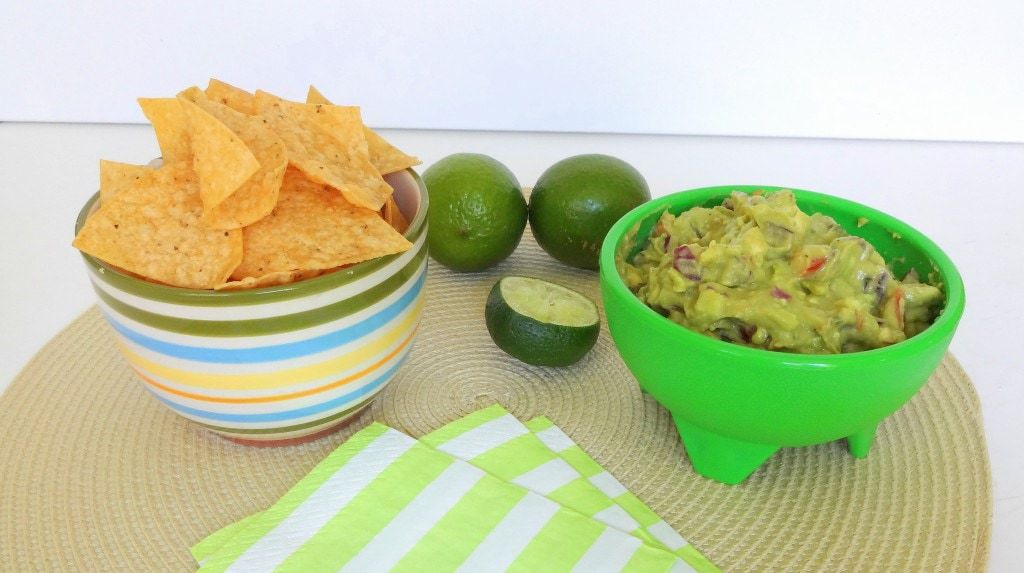 Perfectly Simple Guacamole - Vegan - from theglowingfridge.com