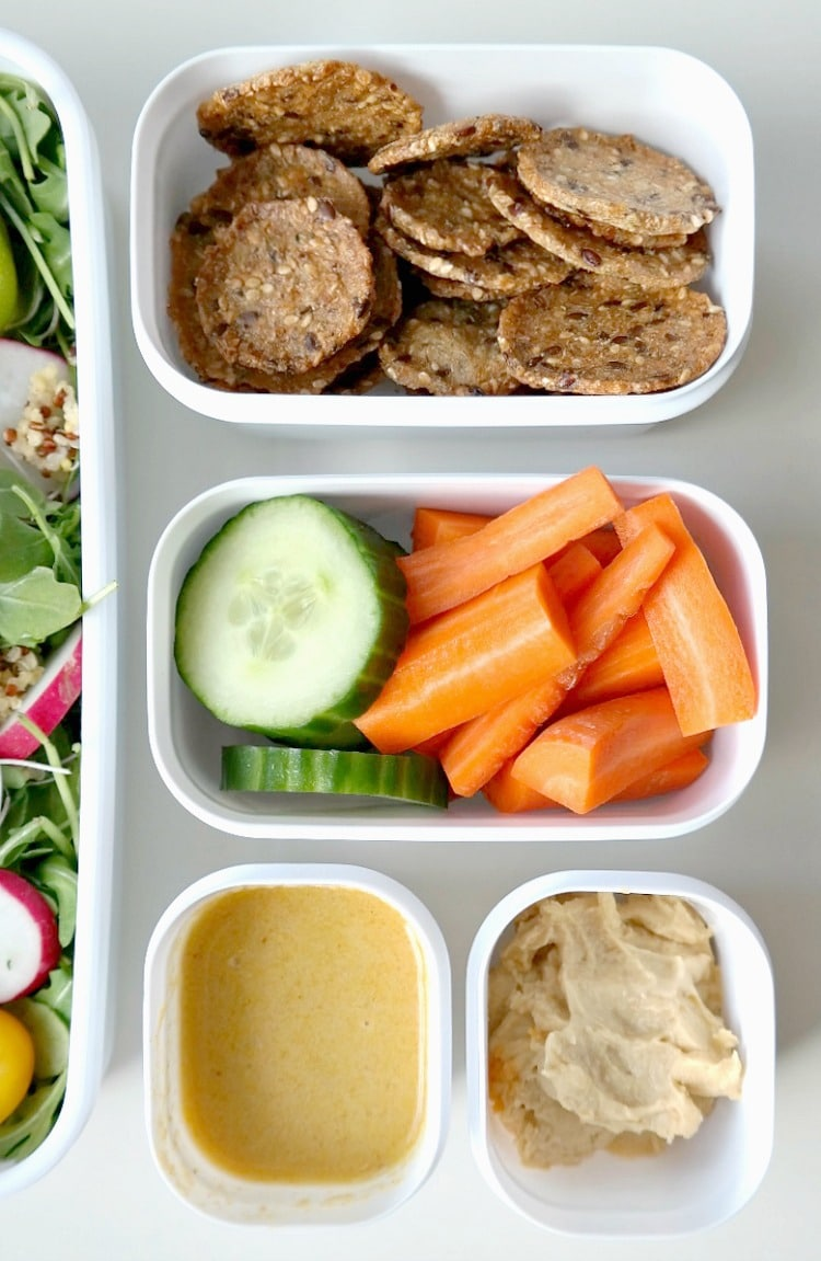 Idea for a vegan Quick and Healthy Lunch On-The-Go! With the basics for building a perfect salad that keeps you full, a simple homemade dressing and healthy snacks to keep you feeling good and healthy! From The Glowing Fridge