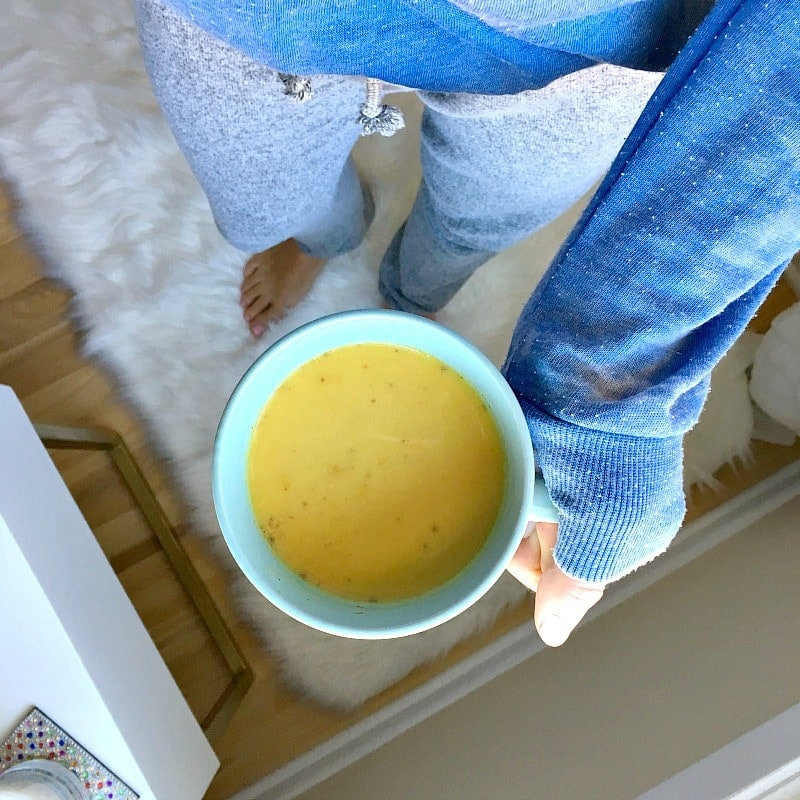 Golden Milk Turmeric Latte. Vegan and Dairy-Free. Cozy up with a warm mug of golden milk to fight off the cold, flu & inflammation. Immune-boosting recipe. #goldenmilk #vegan