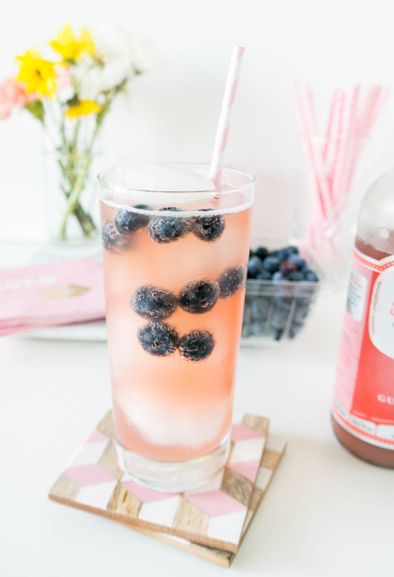 Sparkling Chia Kombucha Mocktail. A refreshing, thirst-quenching healthier alternative for a cocktail! #mocktail #vegan