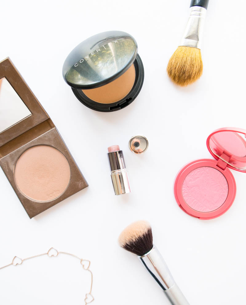 My Everyday Vegan Makeup Favorites. Natural, safe products that you can feel good! The BEST Primer, Concealer, Foundation, Setting Powder, Mascara, Bronzer, Highlighter, Lipstick and more! #vegan #crueltyfree #makeup
