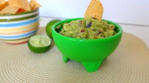 Perfectly Simple Guacamole - Vegan - from theglowingfridge.com