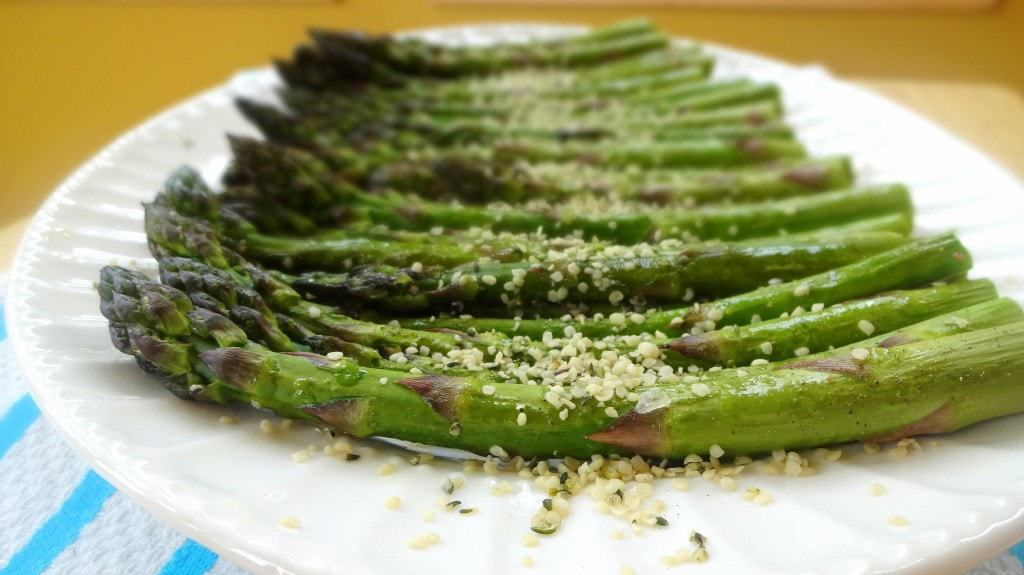 Roasted Asparagus Recipe - from theglowingfridge.com