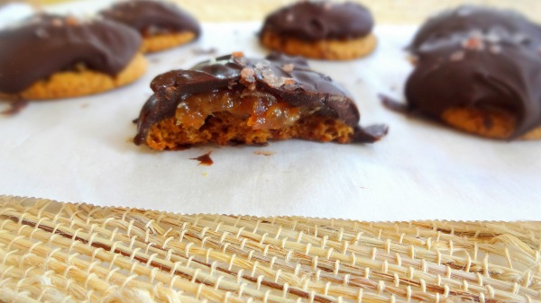 "Easy ""Date Caramel"" Crunch Cookies covered in Chocolate - I used ginger snaps for the cookies, you can use your favorite cookie - Vegan - from TheGlowingFridge"