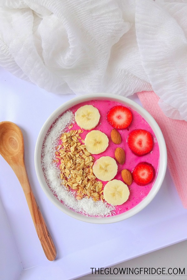 The #GIRLBOSS Super Smoothie Bowl will give you the power you need to be your own #girlboss. This bowl of goodness is packed with superfoods, antioxidants and healthy fats to get your brain in check and your body nourished. Vegan, GF and gorgeous. From The Glowing Fridge