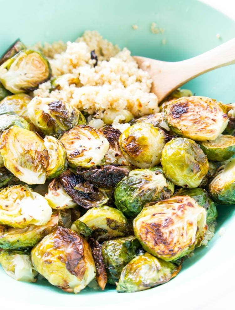 Vegan & Gluten Free. Lemony Quinoa Brussels Sprouts Salad. The perfect side dish or healthy lunch! Zesty and lemon-y with all the roasted brussels sprout goodness. Super simple to prepare too. #vegan #quinoa #salad #brusselssprouts