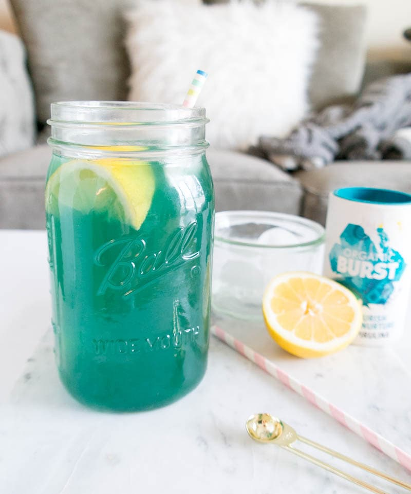 Mermaid Lemonade. Refreshing, Detoxifying and Naturally Energizing. Made with spirulina, lemon and coconut vinegar to replace your morning lemon water! #mermaid #lemonade