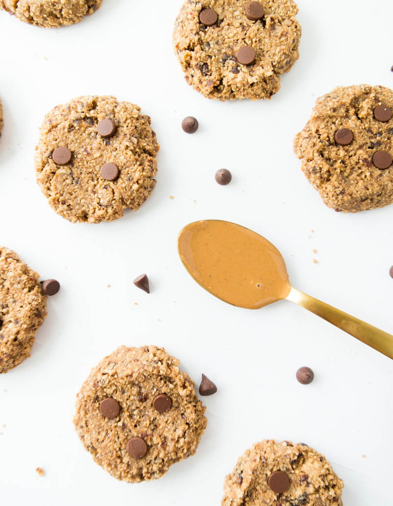 {Easy} Almond Butter Chewy Cookies. Vegan, Gluten Free ! Simple & quick. All you need is a food processor; no hand mixing necessary. Healthier with whole food ingredients and naturally sweetened with dates. Any nut butter can be used! #vegan #almondbutter #cookie