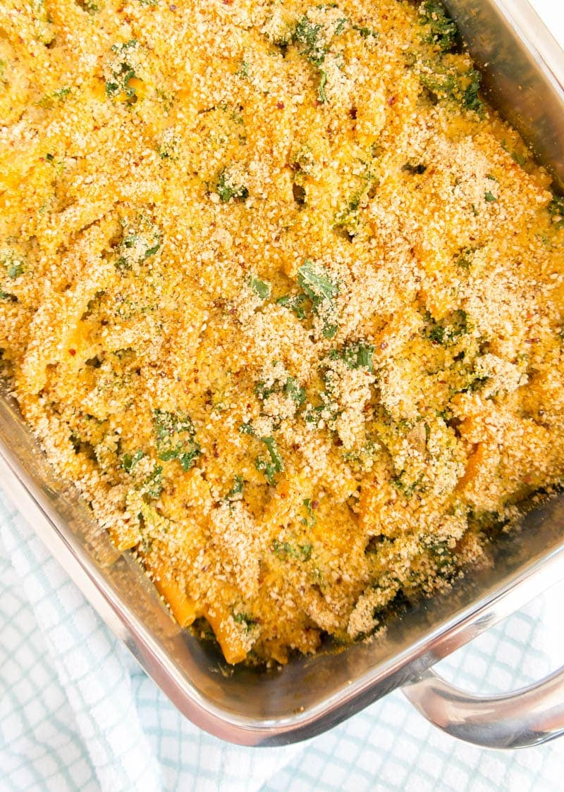 "Crusty Pumpkin and Kale Pasta Bake. Vegan and gluten free. Made with protein rich lentil pasta, in the creamiest savory Pumpkin Sauce, with veggies and kale baked in. Topped with grain-free cashew ""breadcrumbs"" for a crusty topping! #vegan #pumpkin #pasta #bake"