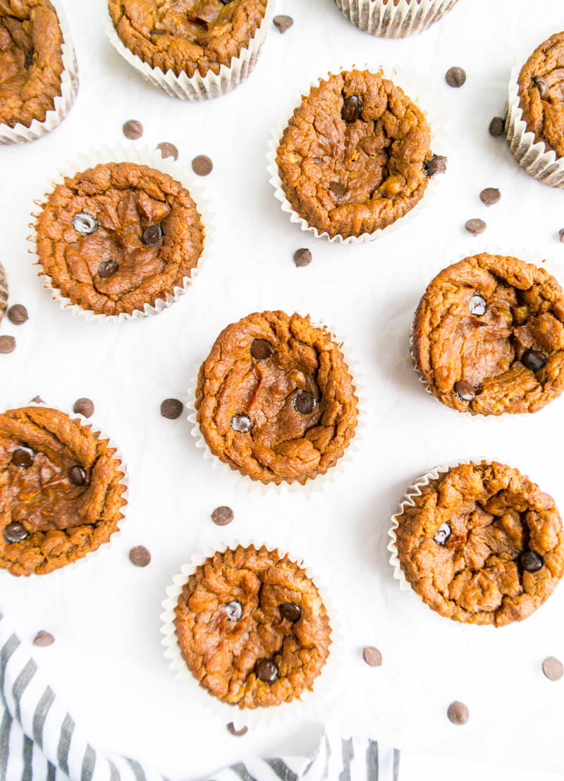 Flourless Pumpkin Protein Muffins. Vegan and Gluten Free! Delicious, one bowl pumpkin muffins, ready in 35 minutes! #vegan #pumpkin #protein #muffins #flourless #glutenfree