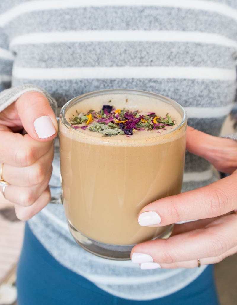 Coconut Adaptogenic Mushroom Latté. Vegan, Gluten Free and Caffeine Free latte! Made with an herbal coffee substitute and a healing mushroom blend for a coffee replacement! #vegan #herbal #coffee #dandyblend