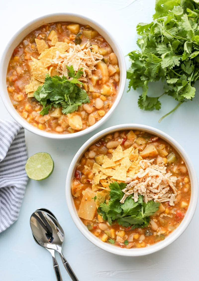 Vegan White Bean Cheezy Chili. Healthy, plant based, spicy and warming vegan chili for a cold day, with vegan cheese! #vegan #cheesy #chili