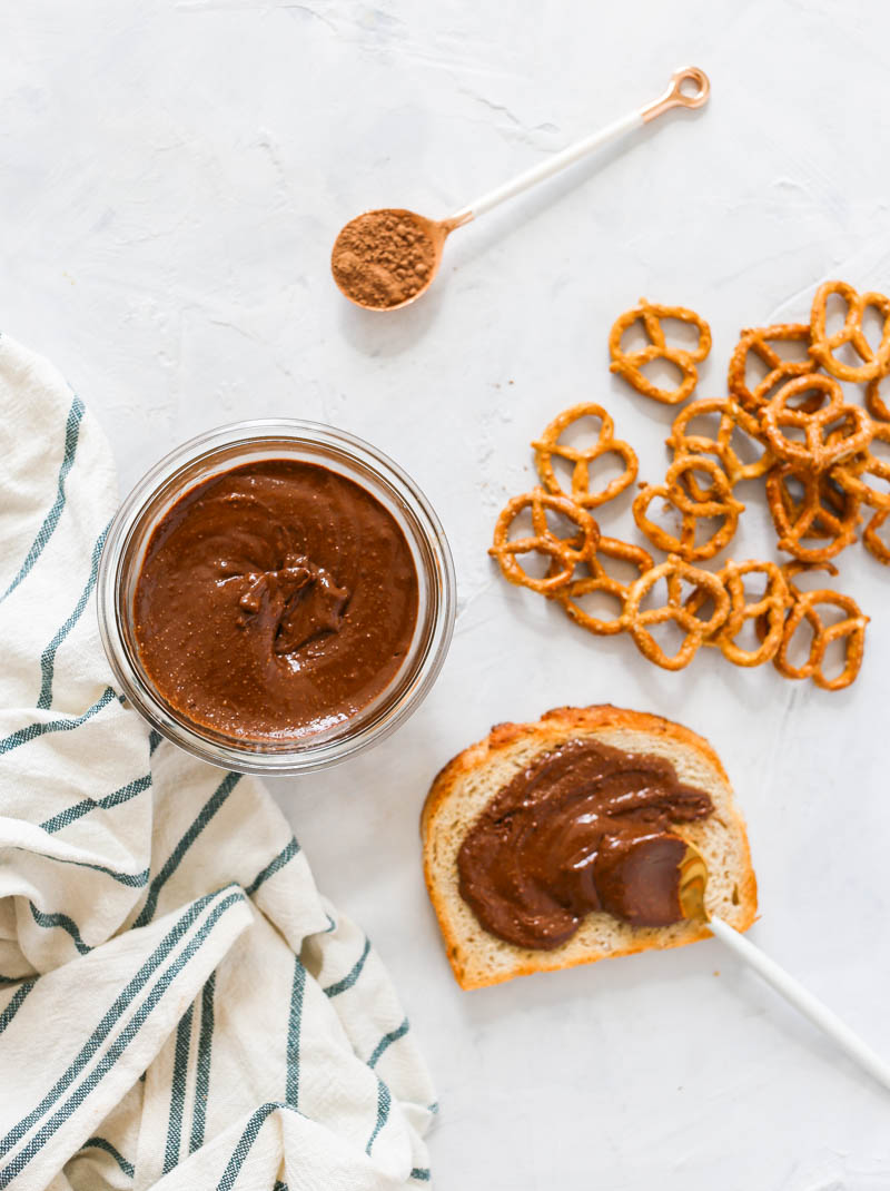 Magical and sugar-free 1-Minute Vegan Nutella made with 4 simple ingredients that you probably have on hand. For those chocolate crisis menstrual moments! #vegan #nutella #easy #oneminute